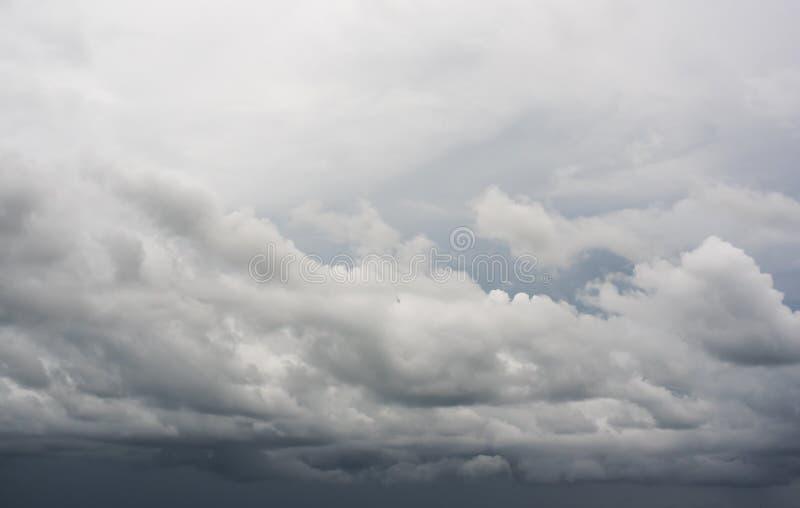Nuvens chuvosas foto de stock royalty free