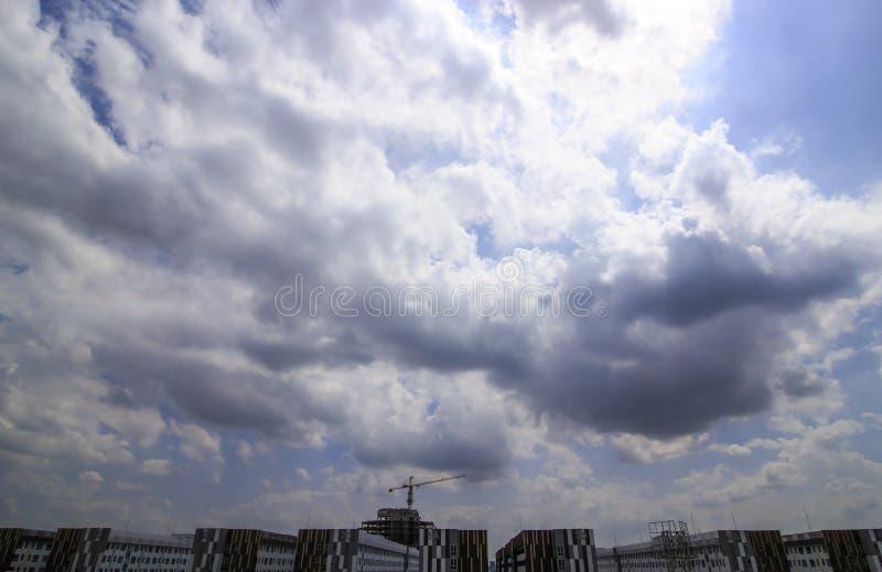 Nuvens chuvosas fotos de stock