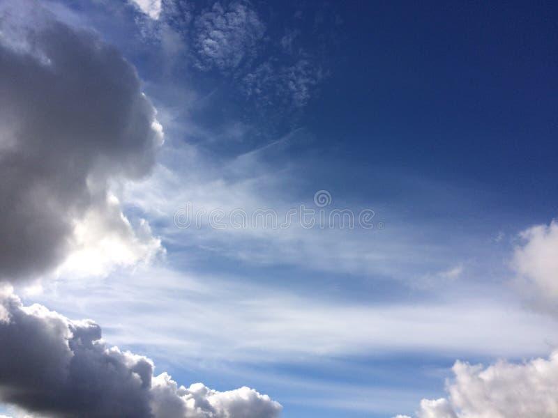 Nuvens circulares foto de stock