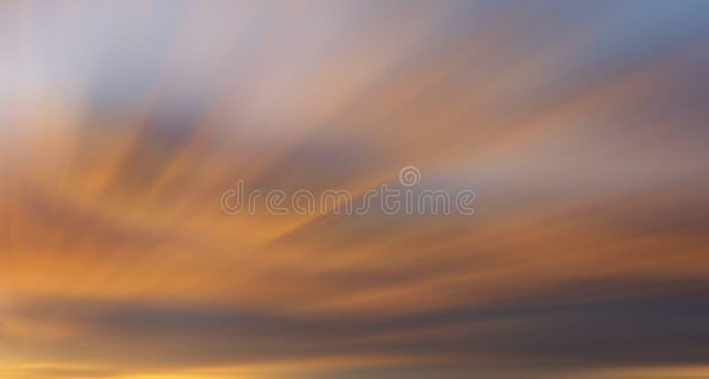 Nuvens coloridas com efeito longo da exposição foto de stock