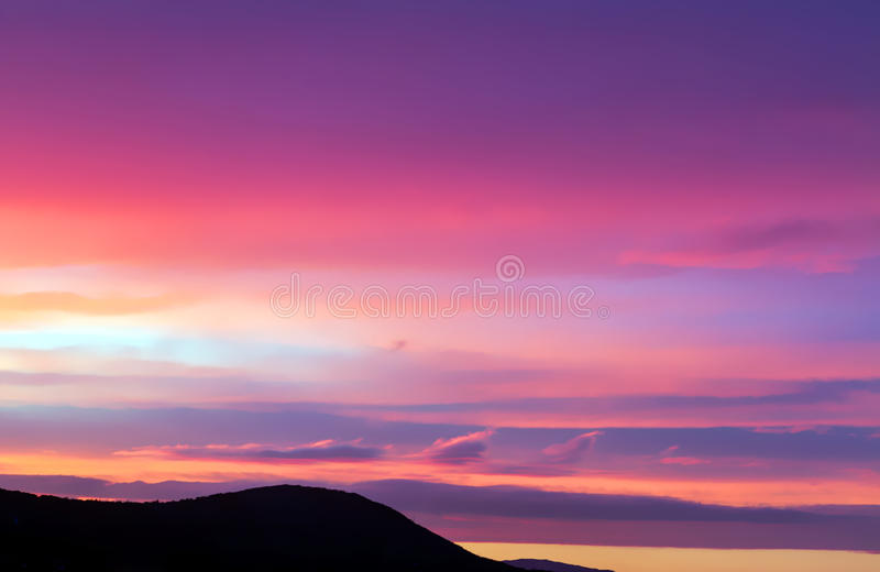 Nuvens cor-de-rosa e roxas fotos de stock royalty free