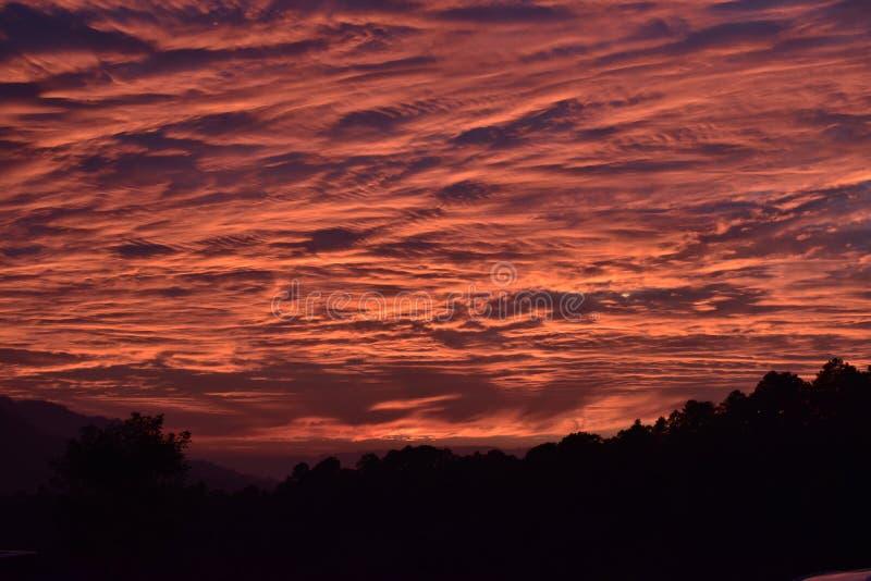 Nuvens da noite imagem de stock