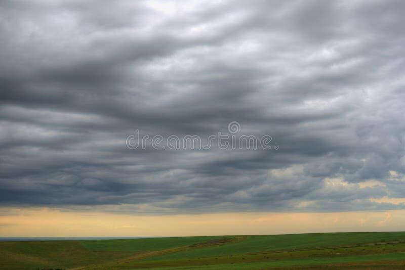 Nuvens da noite acima da terra foto de stock imagem de wallpaper download nuvens da noite acima da terra foto de stock imagem de wallpaper montanhas thecheapjerseys Choice Image