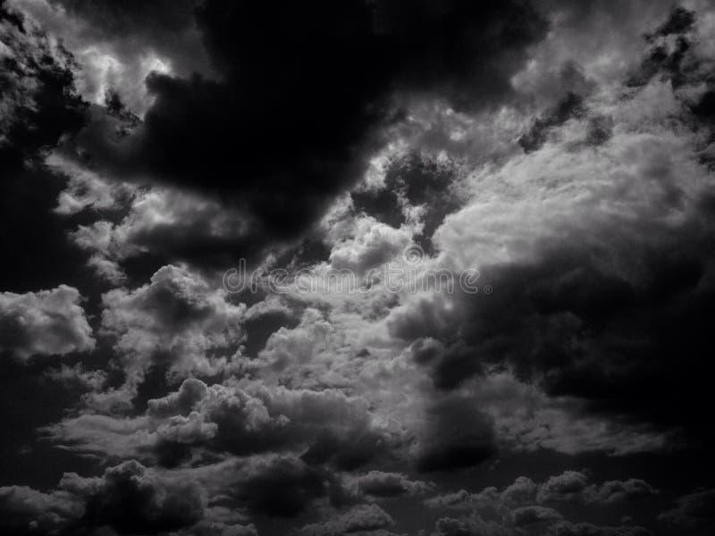 Nuvens da noite em Alemanha imagem de stock