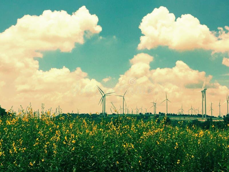 Nuvens da turbina eólica & céu Tailândia fotografia de stock royalty free