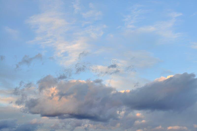Nuvens de cúmulo inchados fotos de stock royalty free