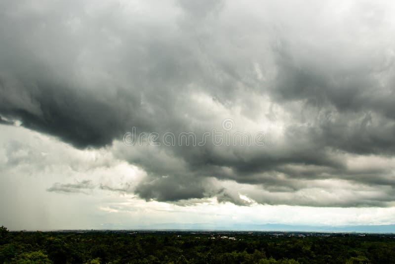 nuvens de chuva do céu da tempestade do trovão imagens de stock royalty free