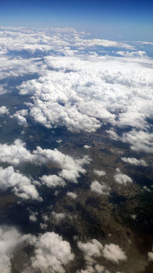 Nuvens de cima Paisagem abaixo foto de stock royalty free