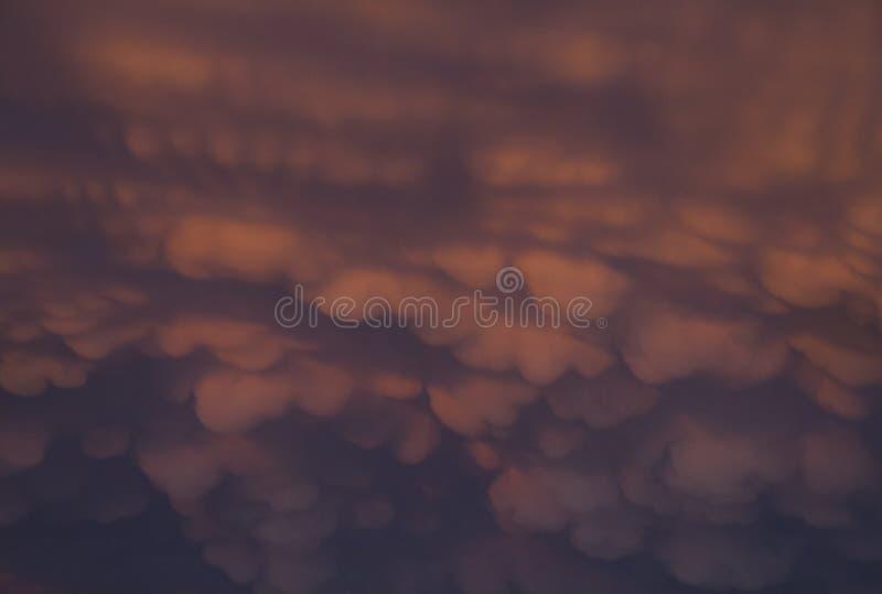 Nuvens de Mammatus no rosa e no azul foto de stock royalty free