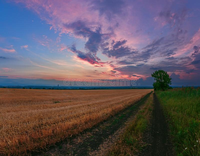 Nuvens de pintura do por do sol fotografia de stock