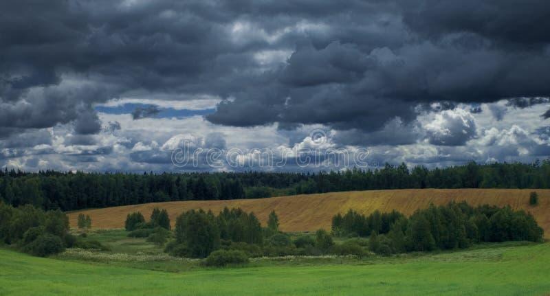 Nuvens de tempestade foto de stock