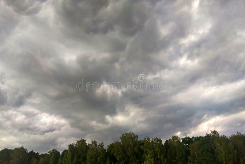 Nuvens de tempestade com a chuva, fundo da natureza fotos de stock royalty free
