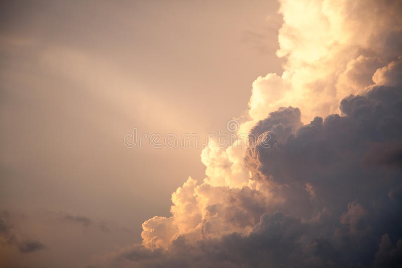 Nuvens de tempestade do céu de Thunderhead foto de stock