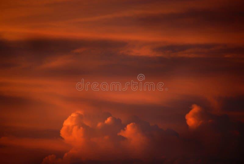 Nuvens de tempestade do por do sol foto de stock royalty free