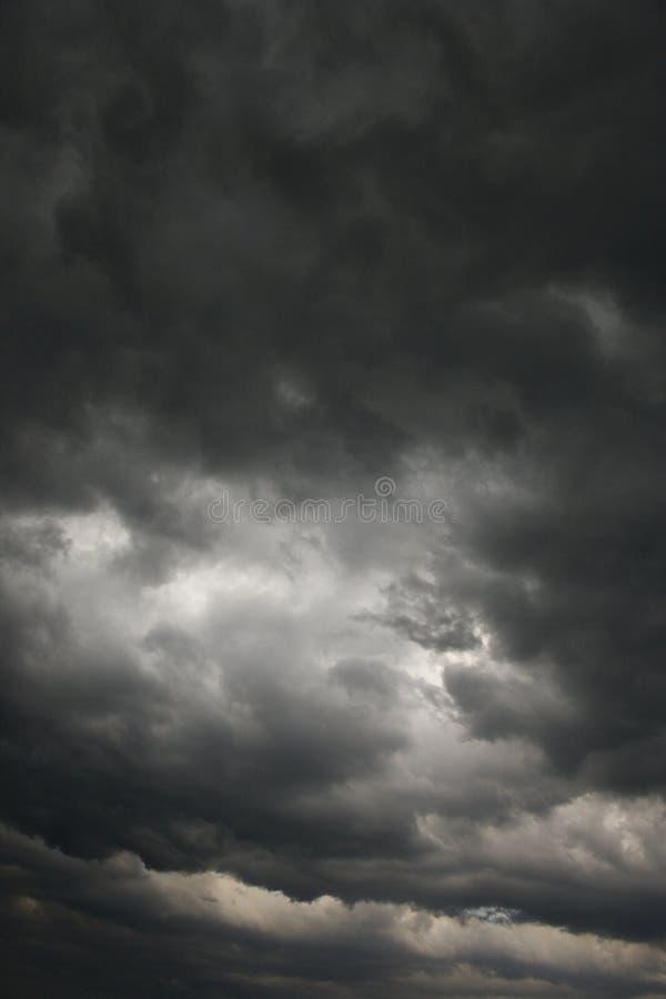 Nuvens de tempestade escuras. fotografia de stock royalty free