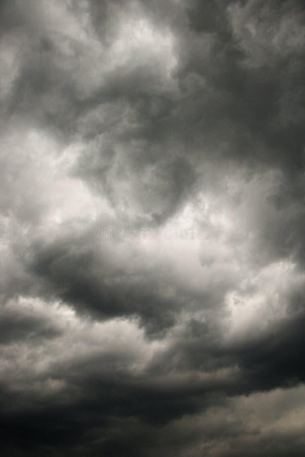 Nuvens de tempestade escuras. imagens de stock royalty free