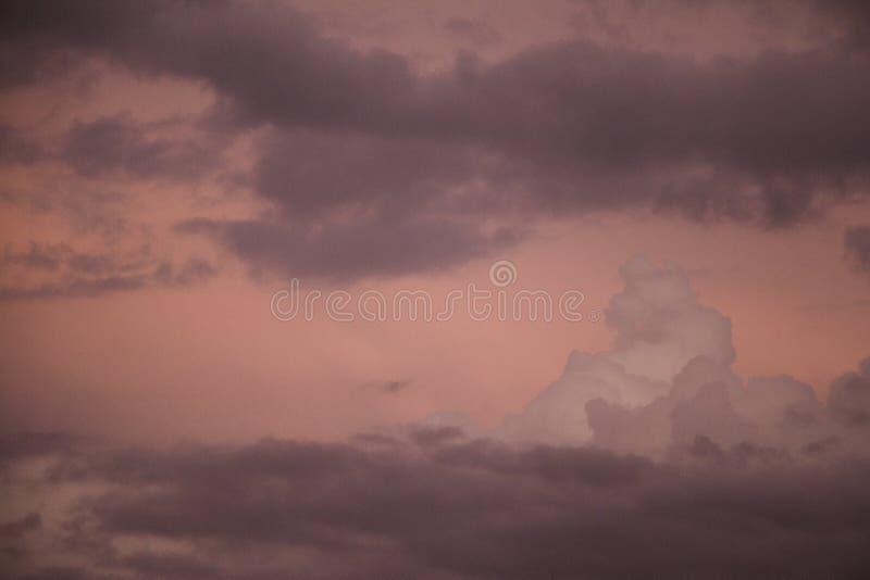 Nuvens de tempestade no crep?sculo fotos de stock