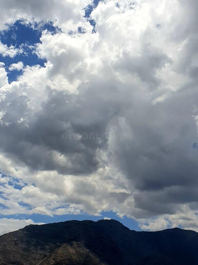 Nuvens de tempestade nos ventos foto de stock royalty free