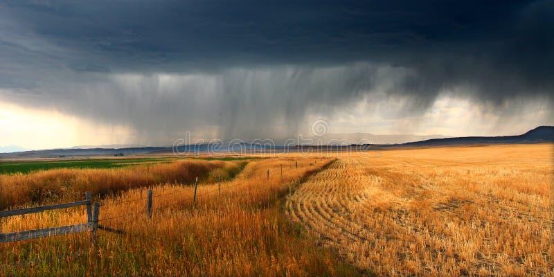 Nuvens de tempestade rurais de Montana imagens de stock