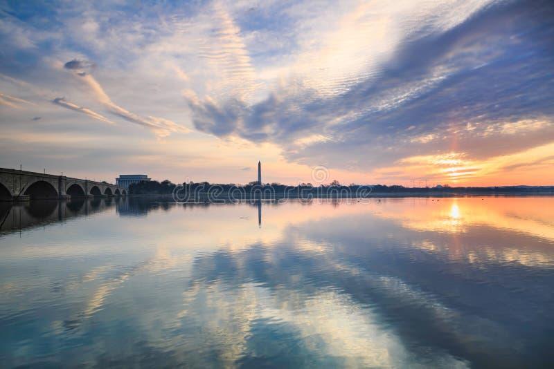 Nuvens do fundo sobre o Washington DC de Potomac fotografia de stock royalty free