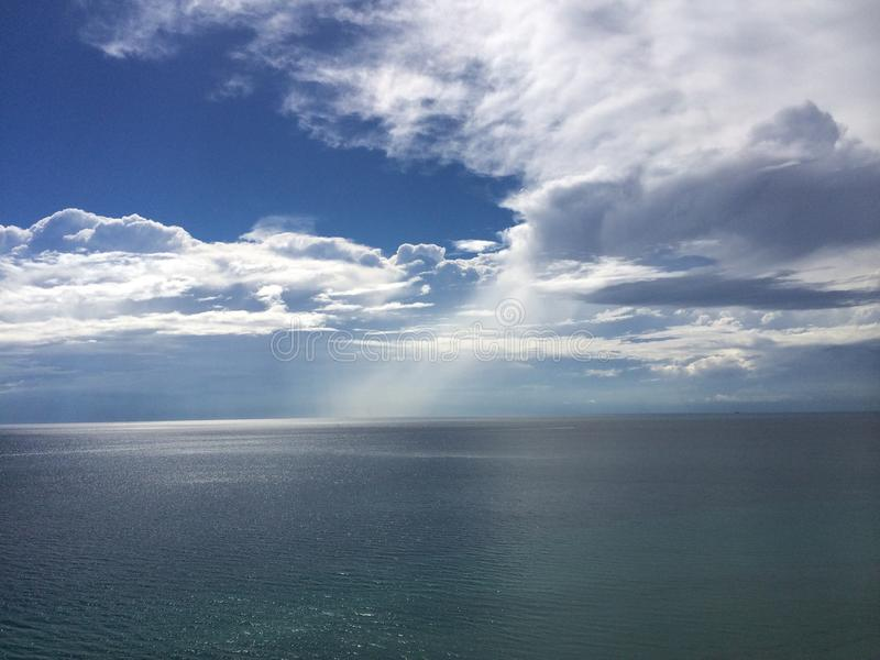 Nuvens do oceano foto de stock royalty free
