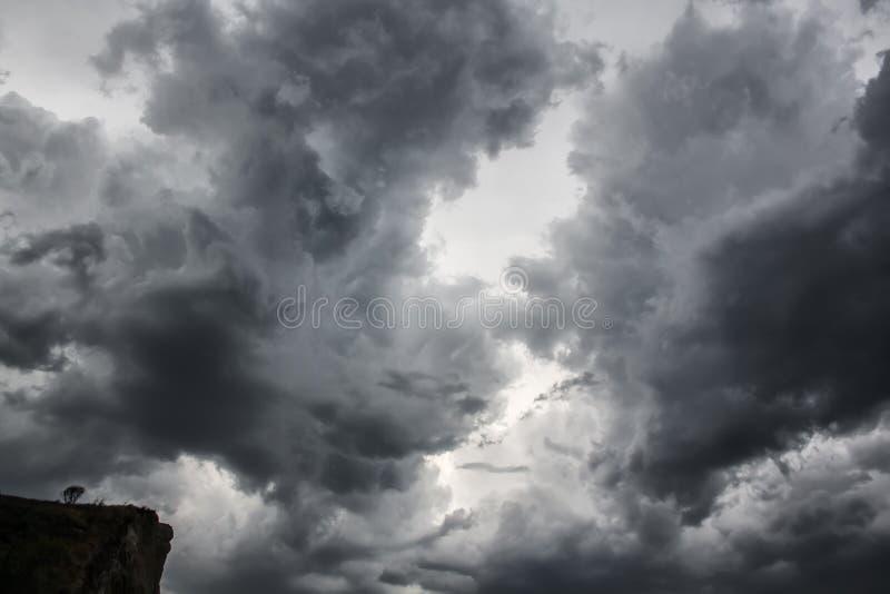 Nuvens dramáticas imagens de stock
