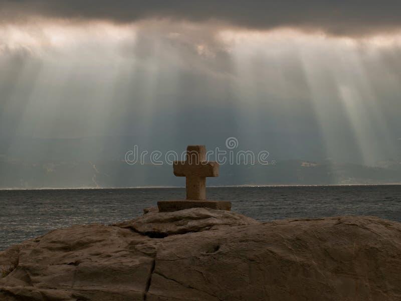 Nuvens e cruz imagem de stock royalty free