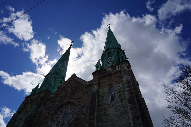 Nuvens e igreja em Montreal imagem de stock