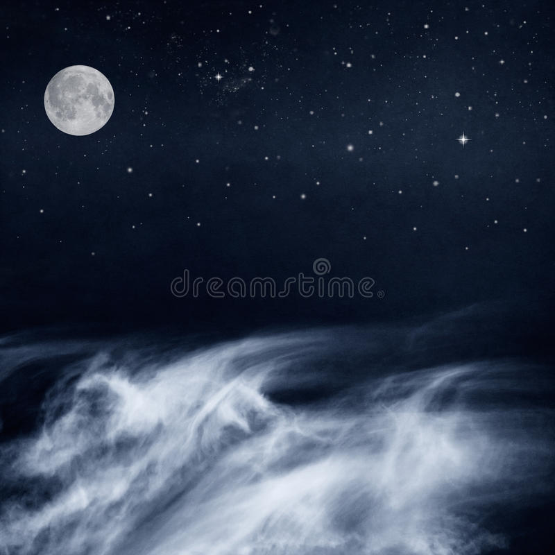 Nuvens e lua preto e branco imagem de stock royalty free