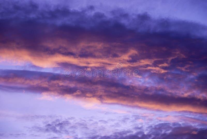 Nuvens e montanhas do nascer do sol na Guatemala, c?u dram?tico com cores relevantes fotos de stock royalty free