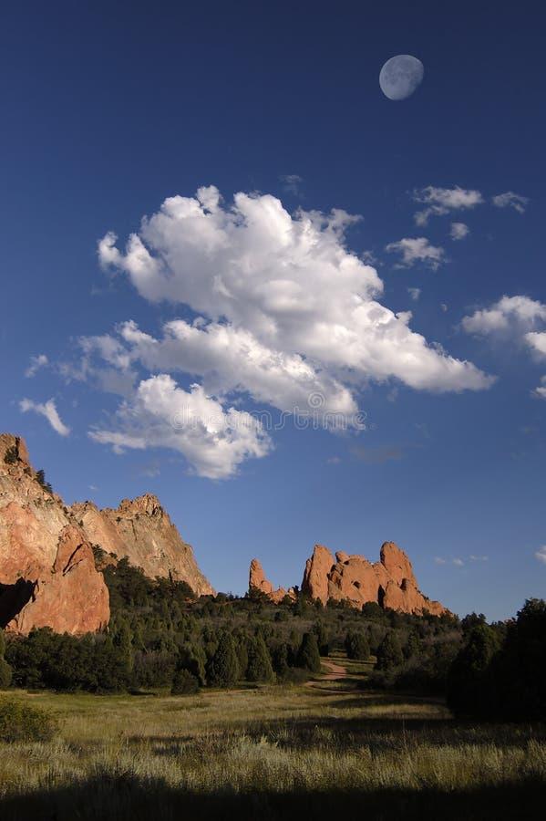 Download Nuvens e rochas imagem de stock. Imagem de vermelho, cenário - 104781
