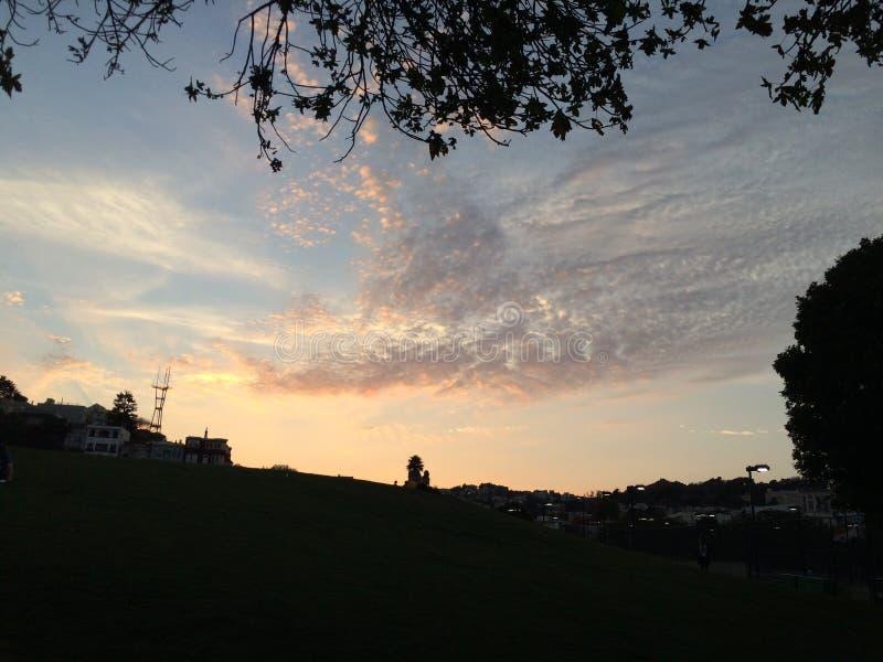 Nuvens em nuvens foto de stock royalty free