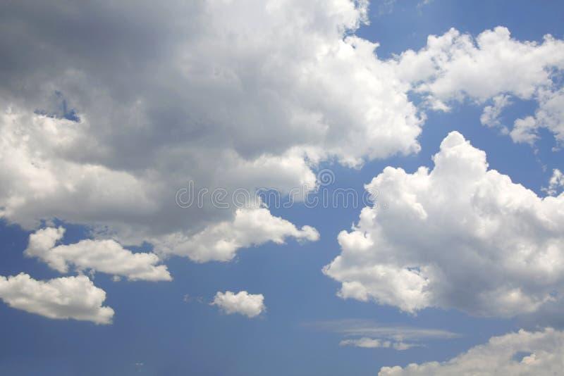 Nuvens em skyClouds no céu fotografia de stock