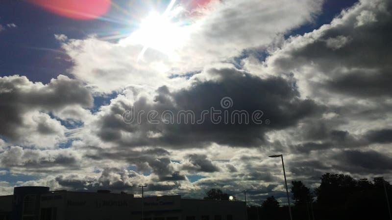 Nuvens ensolaradas fotografia de stock royalty free