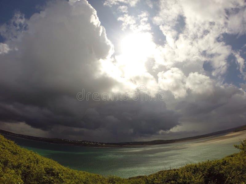 Nuvens ensolaradas foto de stock