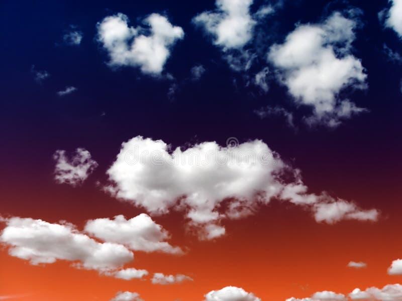 Nuvens inchado foto de stock