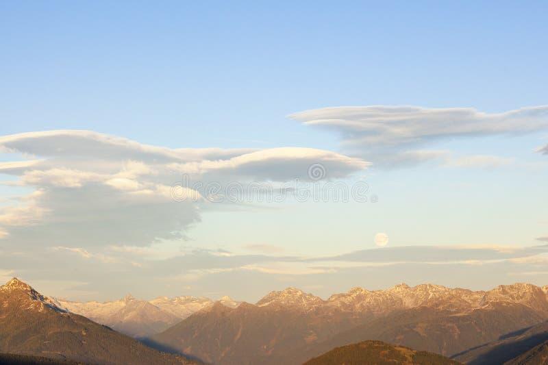 Nuvens Lenticular no por do sol imagem de stock royalty free