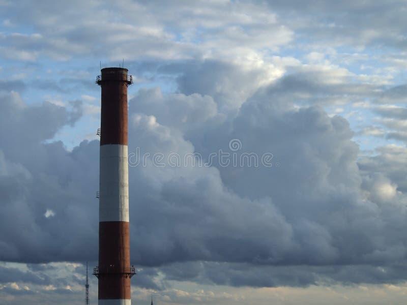 Nuvens na cidade fotos de stock