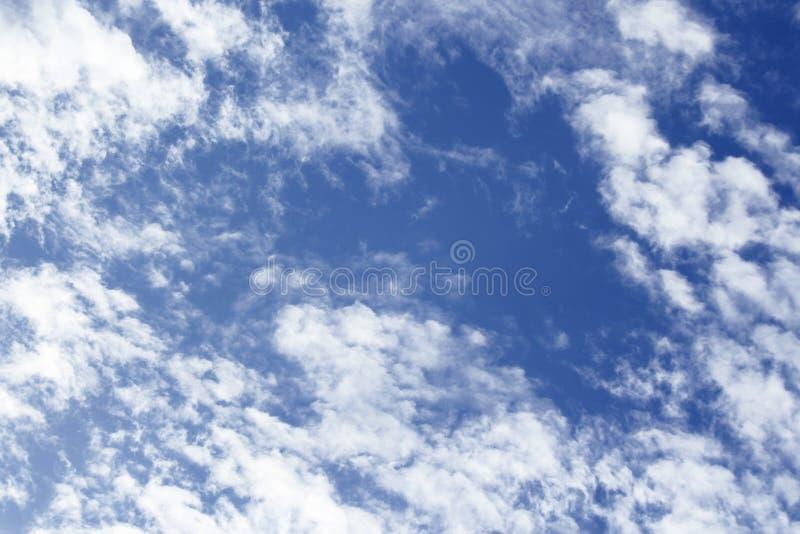 Nuvens naturais calmas borradas do céu fotos de stock royalty free