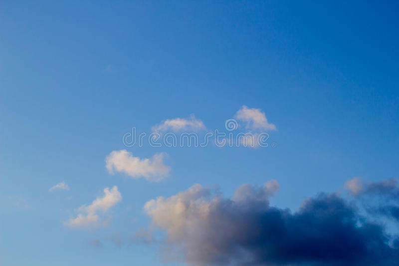 Nuvens no céu azul foto de stock royalty free
