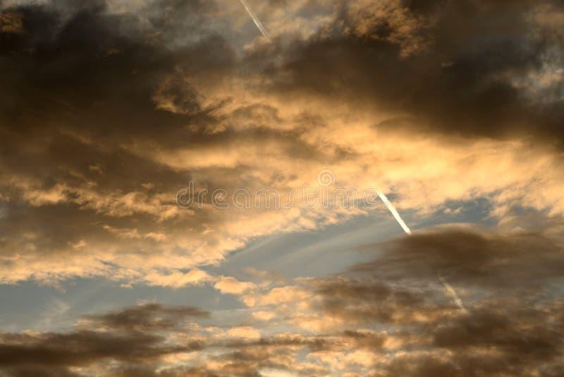 Nuvens no por do sol imagens de stock