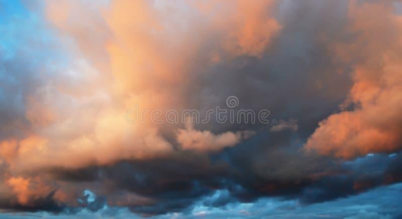 Nuvens no por do sol fotografia de stock