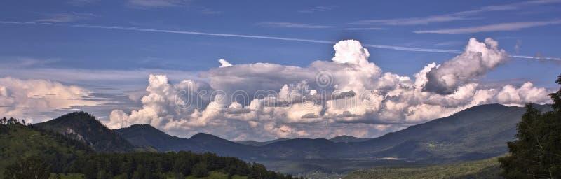Nuvens no por do sol fotos de stock