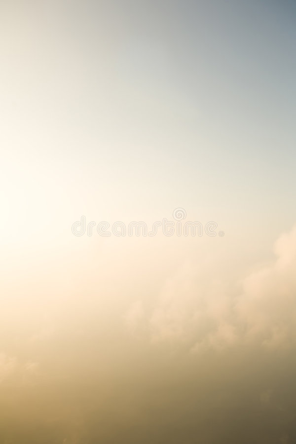 Nuvens obscuras com céu foto de stock royalty free