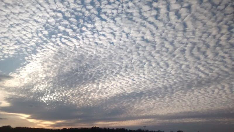 Nuvens quebradas fotografia de stock