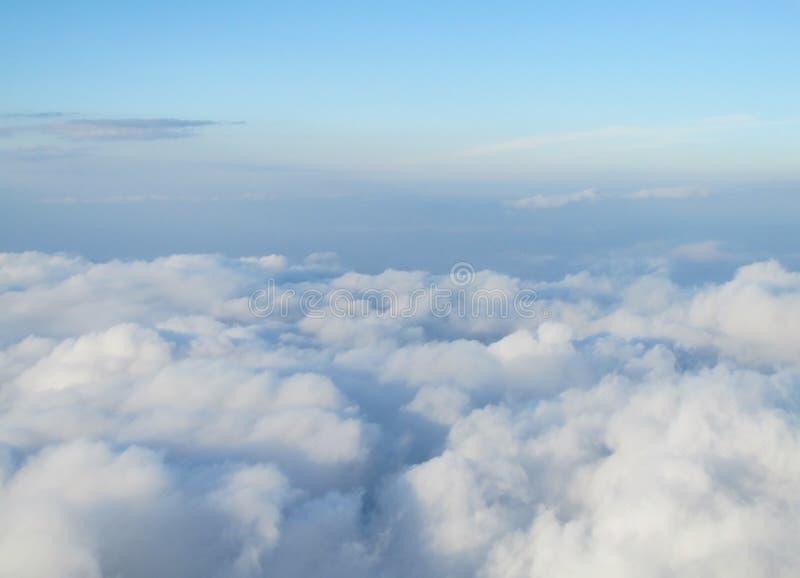 Nuvens sob os pés foto de stock