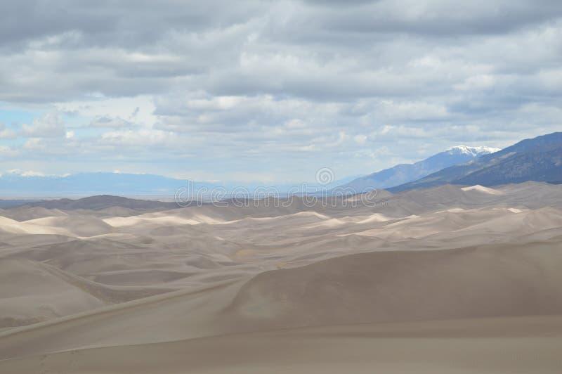 Nuvens sobre as grandes dunas de areia parque nacional, Colorado fotografia de stock