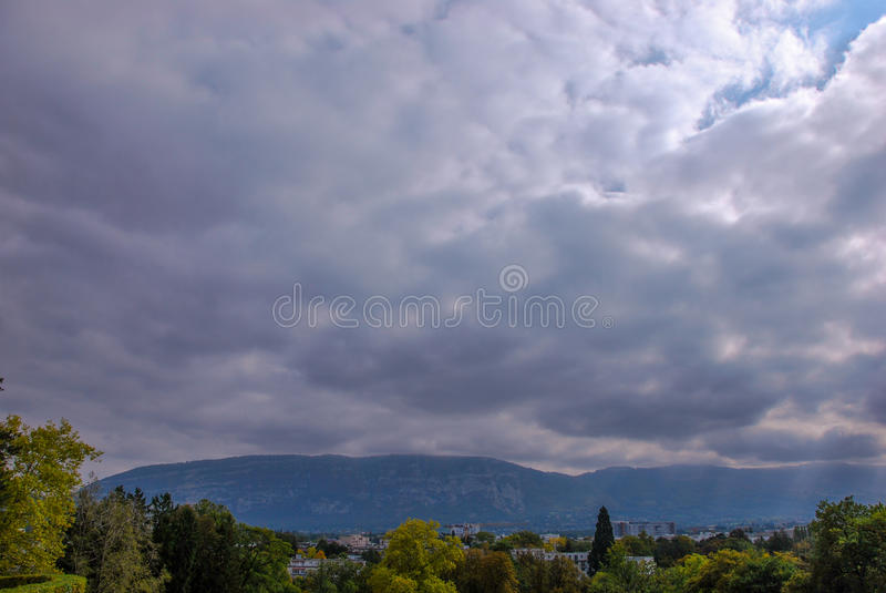 Nuvens sobre Genebra foto de stock