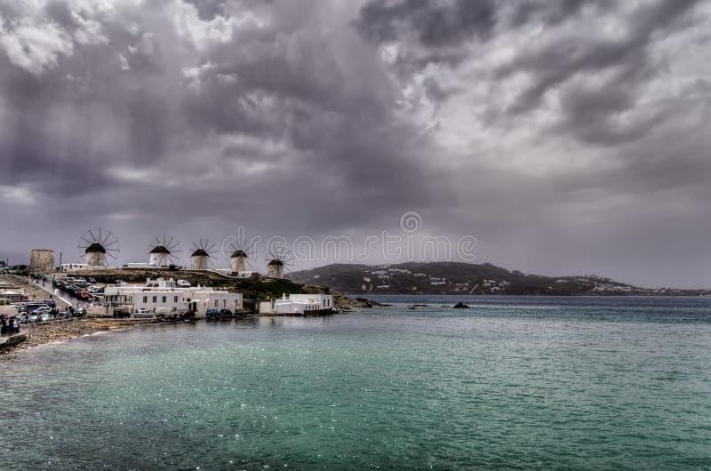 Nuvens sobre Mykonos, Grécia fotografia de stock