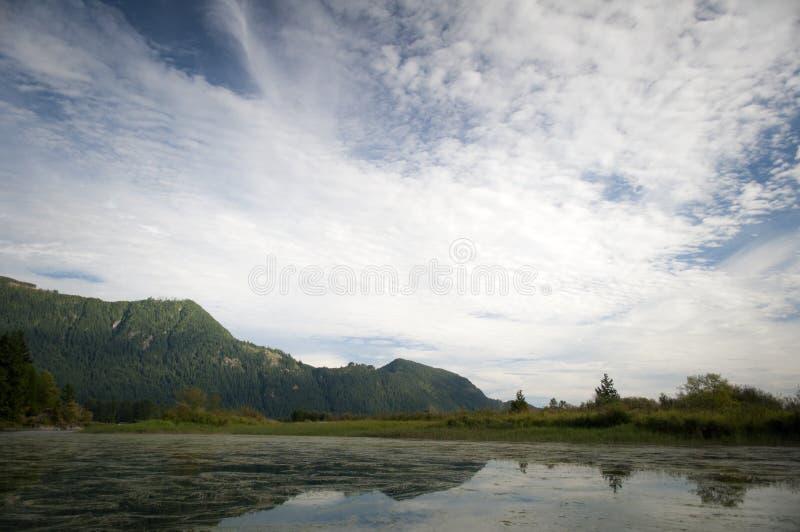 Nuvens sobre Pitt Lake foto de stock
